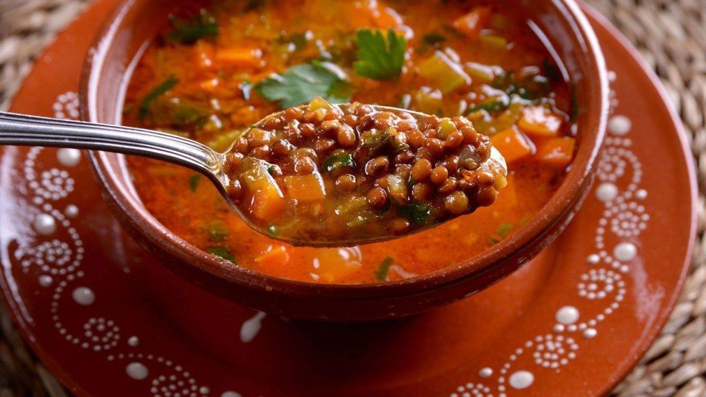 Supë me thjerrëza dhe perime