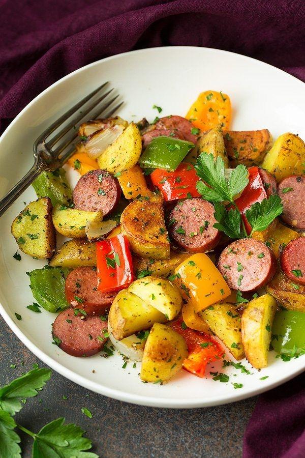 Tavë me patate, salsice dhe speca
