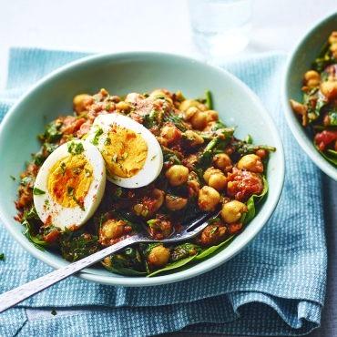 Qiqra të gatuara me vezë dhe spinaq