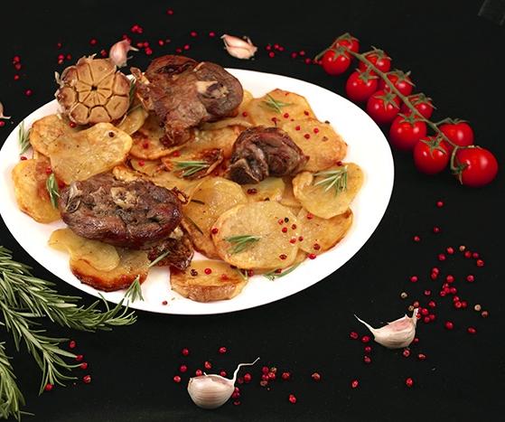 Mish keci në furrë me patate
