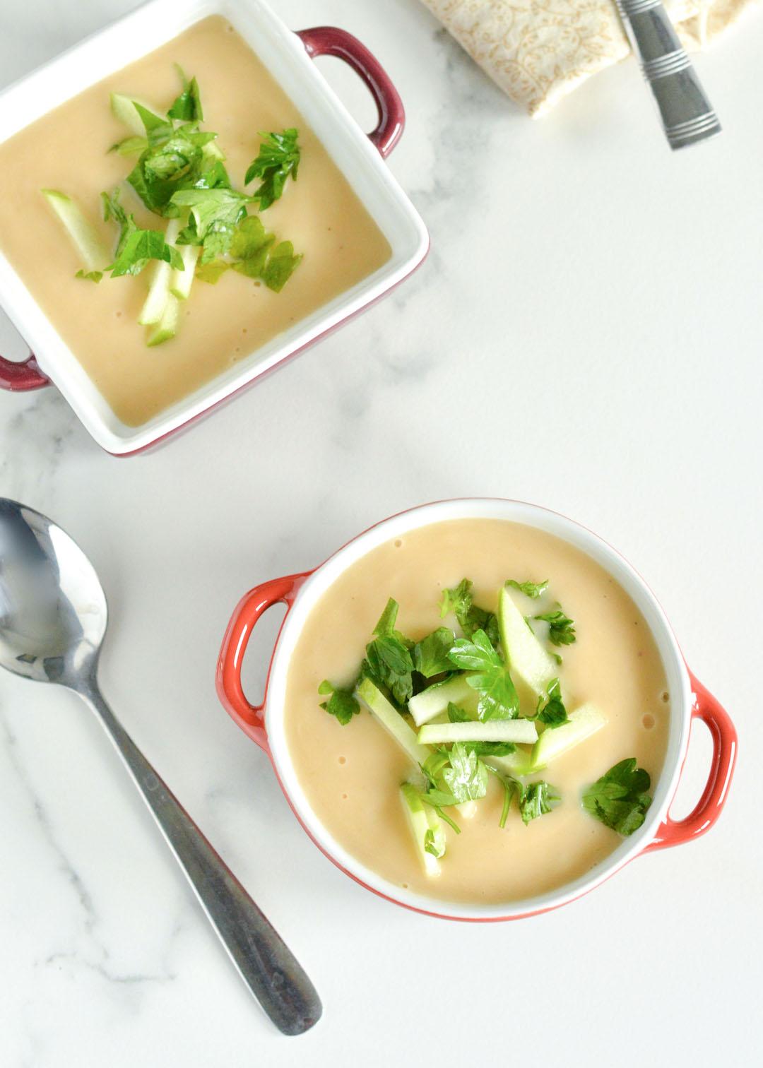 Supë me mollë dhe selino